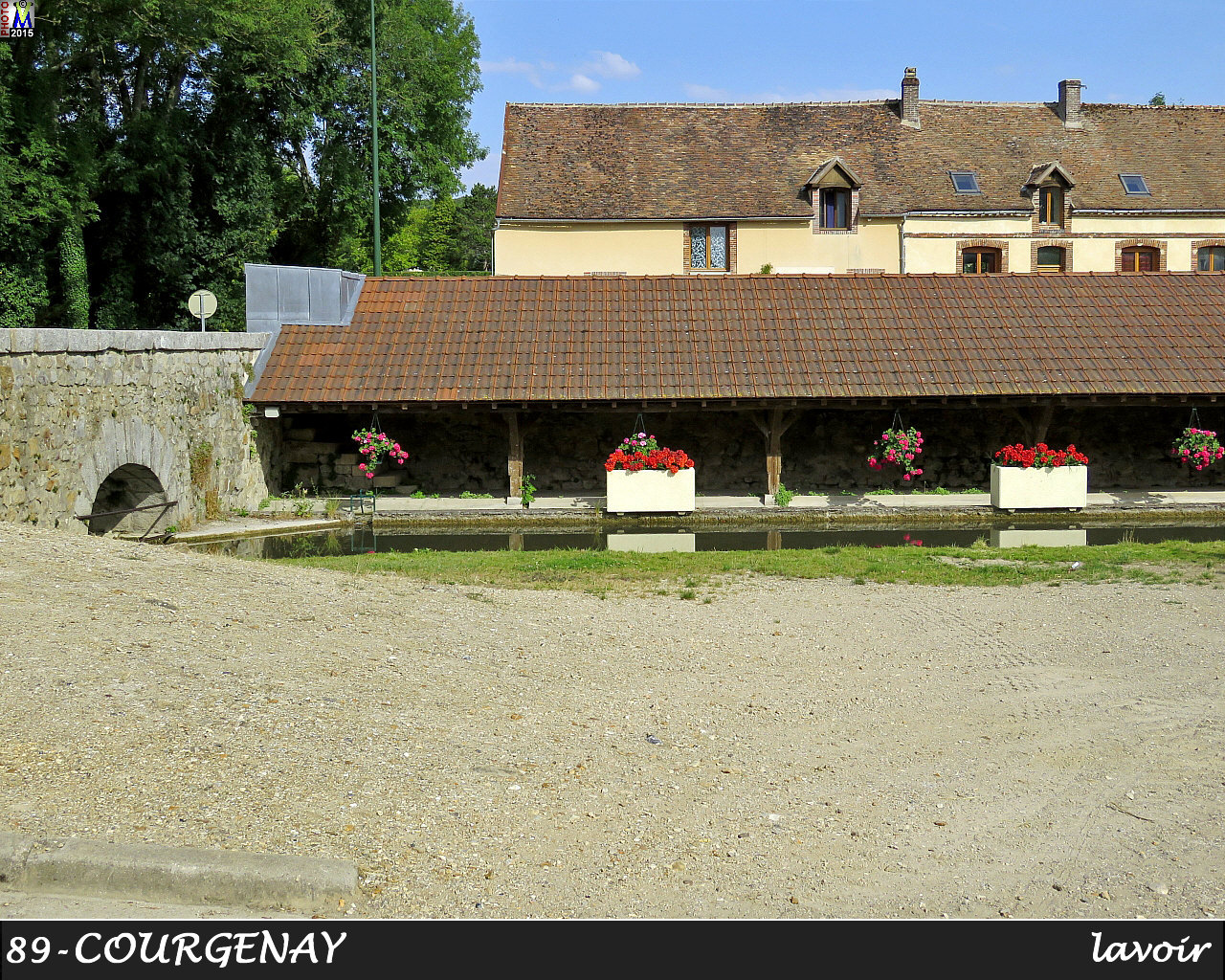 89COURGENAY_lavoir_100.jpg